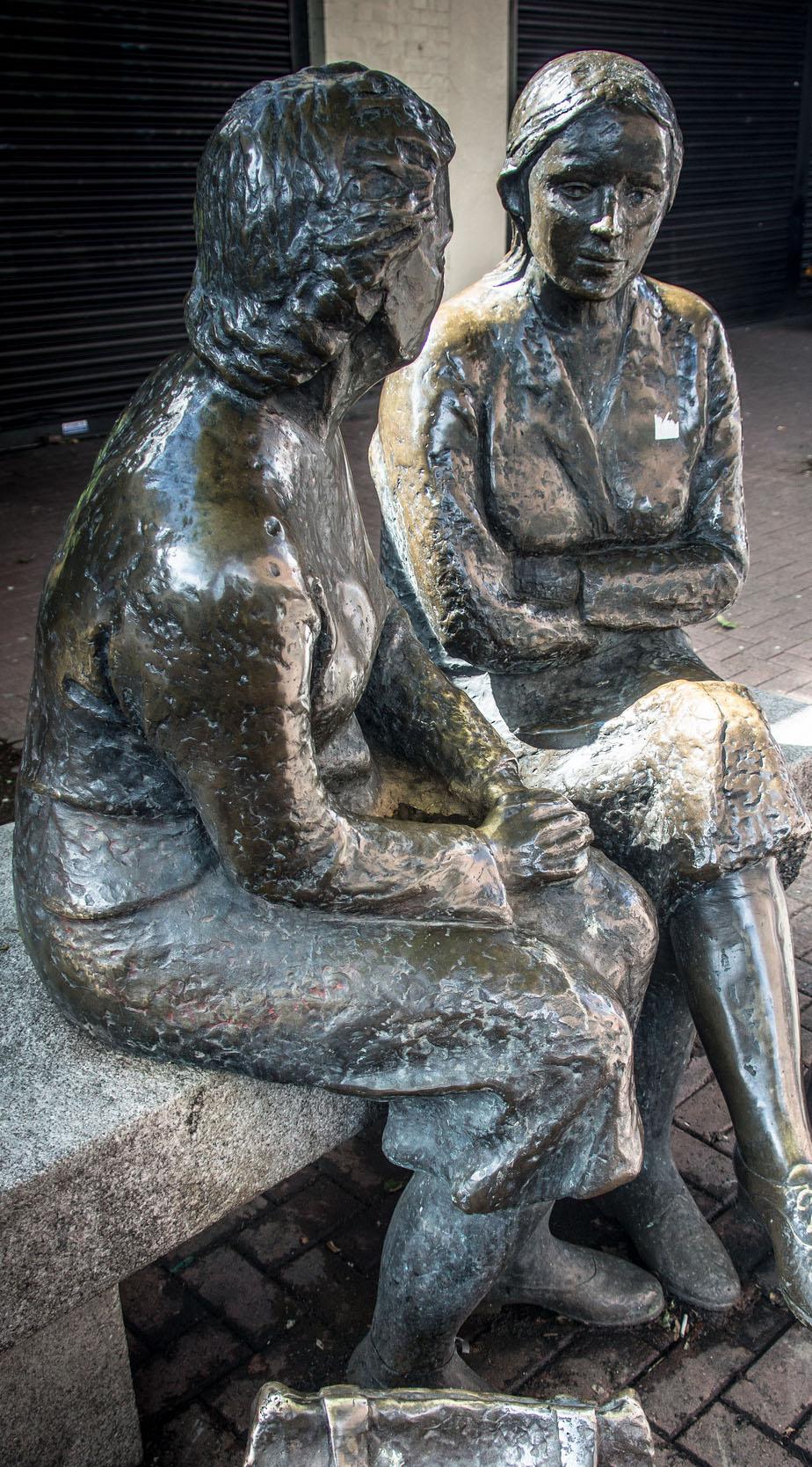 mujeres estatua