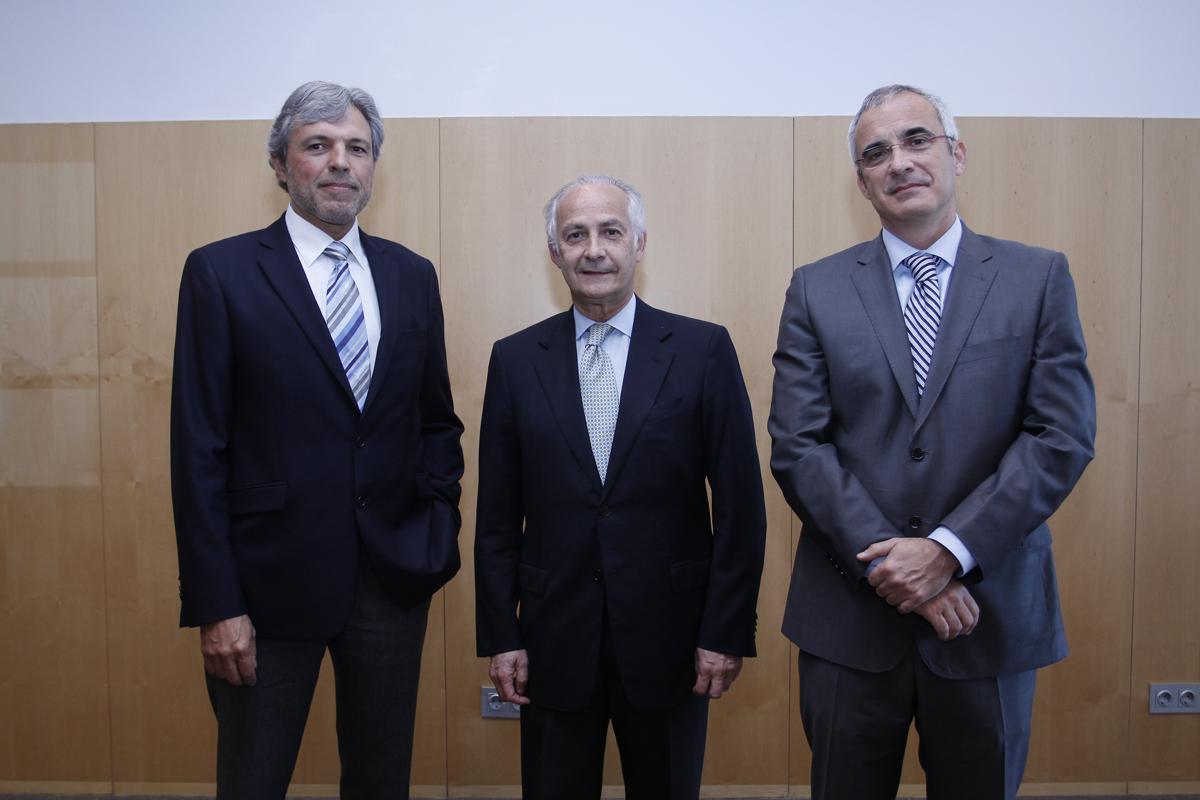 (De izq. a der.) Doctores Ramón Estiarte,Borja Corcóstegui y Rafael Navarro  Fuente: Bayer