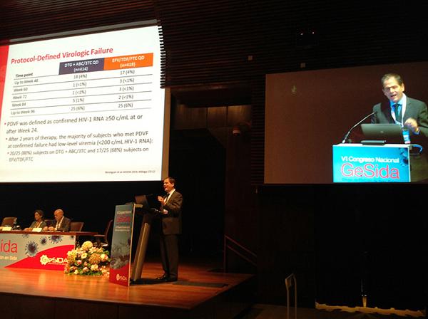 El doctor Berenguer interviniendo en el Congreso GeSIDA 2014 Fuente: www.farmacosalud.com