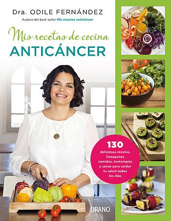 La doctora Odile Fernández con uno de sus libros Fuente: Ediciones Urano