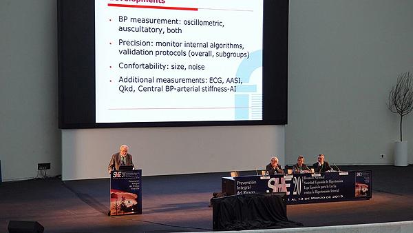 Un conferenciante en el congreso de SEH-LELHA 2015 Fuente: E. Arandes / www.farmacosalud.com