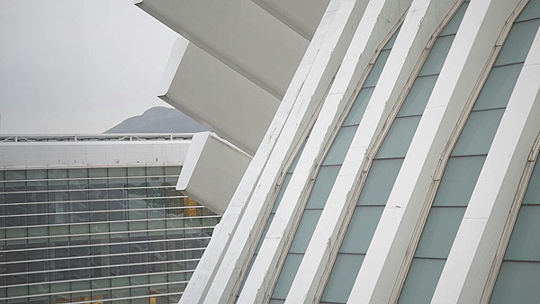 Detalle exterior del recinto de SEH-LELHA 2015: el Palacio de Exposiciones y Congresos de Oviedo Autor/a: Enric Arandes / www.farmacosalud.com Fuente: E. Arandes / www.farmacosalud.com