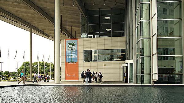 Vista del vestíbulo exterior del Congreso Autor/a: Enric Arandes Fuente: E. Arandes / www.farmacosalud.com