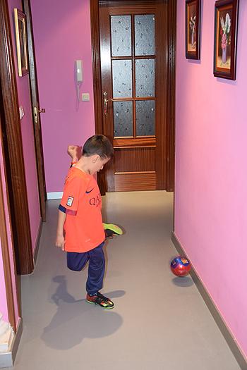 Slavi haciendo diabluras en casa Fuente: Nuria Contreras