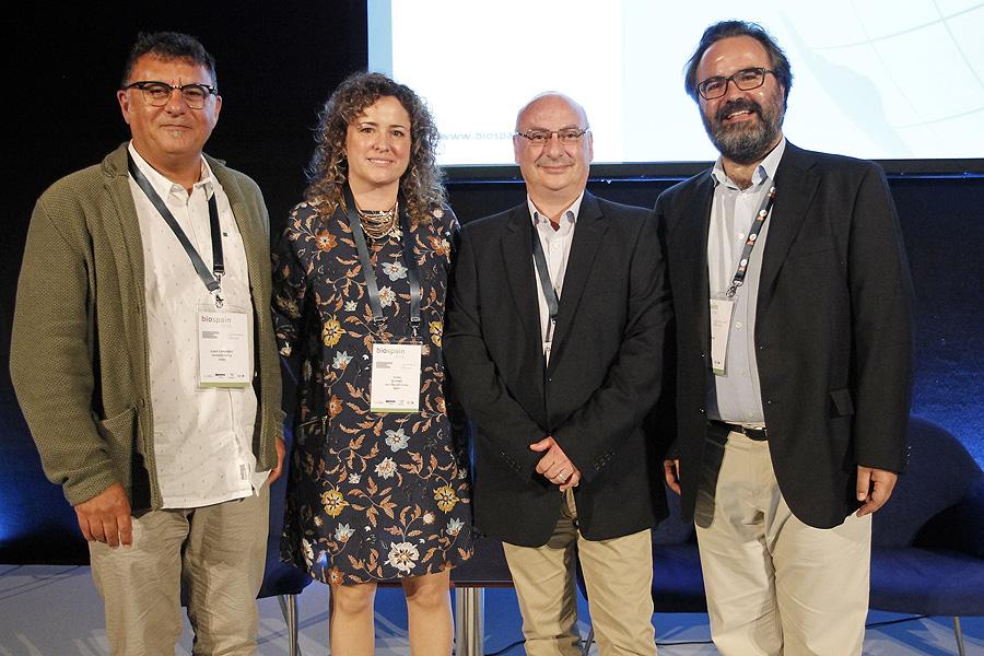 Sesión de CRISPR (de izda. a dcha) Juan Carlos Ramírez, CSO / CTO de Vivebiotech; Nora Alonso, CEO de Iden Biotechnology; Francisco Mojica, y Lluís Montoliu, investigador científico del CSIC, CIBERER-ISCIII y UAM Fuente: ASEBIO / Biospain 2016 / Berbés Asociados