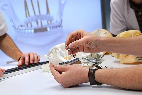 Prótesis maxilofacial a medida  [Desde Sergio Carabias (VHebron)] Fuente: Hospital Vall d'Hebron / Avinent