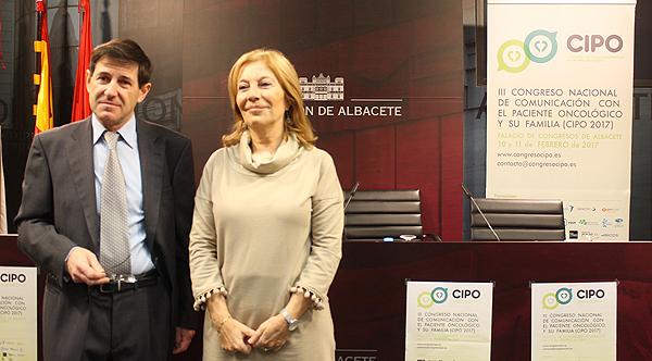 Acto oficial de presentación del Congreso en la Diputación de Albacete, con el doctor Elías García Grimaldo y la diputada Nieves García Fuente: Dr. Elías García Grimaldo