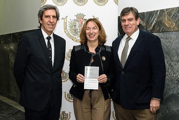 (de izq. a dcha) Dr. Miguel Ángel Sánchez Chillón, María Suárez Pliego y el Dr. Pablo Lázaro Ochaita Fuente: ICOMEM