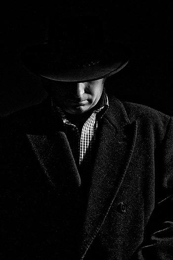 Un sombrero tapa la frente de un hombre Autor/a de la imagen: Dom W Fuente: Flickr / Creative Commons
