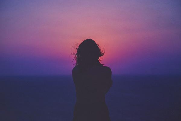 Una mujer oteando el horizonte Autor/a de la imagen: Sasha Freemind Fuente: Unsplash (free photo)