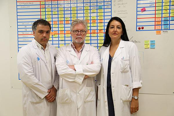 (de izq. a dcha): doctores Luis Castro, Juan Morote y Marta Allué Fuente: Hospital Vall d'Hebron