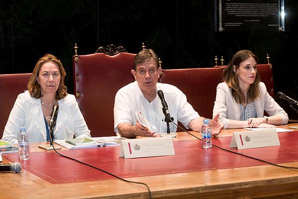(de izq. a dcha): María Suárez, abogada; el Dr. Pablo Lázaro Ochaita, vocal de Médicos de Ejercicio Libre del ICOMEM, y Mireia Paricio, abogada Fuente: ICOMEM