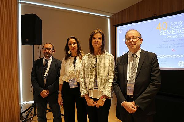 (de izq. a dcha): Dr. Pedro Gil, Dra. Mª José Ciudad, Marta Hernández y Dr. Luis Collado Fuente: www.farmacosalud.com