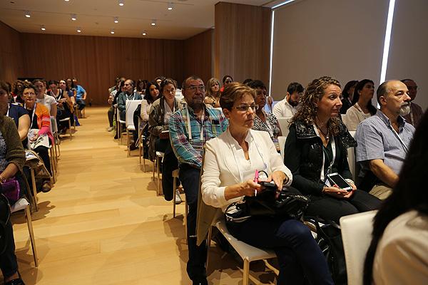 Vista del público asistente a la sesión Fuente: www.farmacosalud.com
