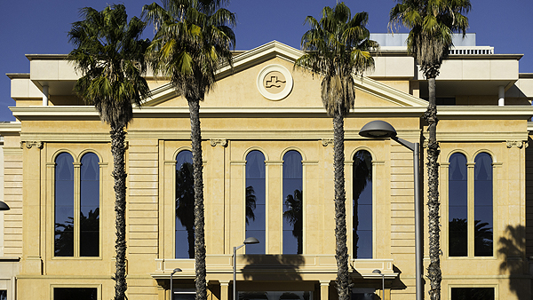 Fachada del Centro Médico Teknon Autor/a de la imagen: Enric Arandes Fuente: E. Arandes / www.farmacosalud.com