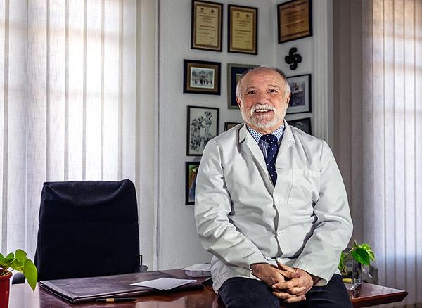 Dr. Javier Gutiérrez Valls Fuente: Dr.Gutiérrez Valls