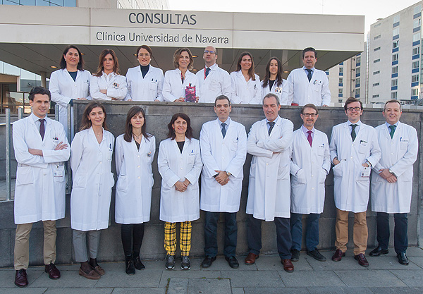 Parte del equipo de especialistas de la Clínica Universidad de Navarra que ha elaborado la primera Guía de Inmunotoxicidad internacional escrita en castellano Fuente: Clínica Universidad de Navarra