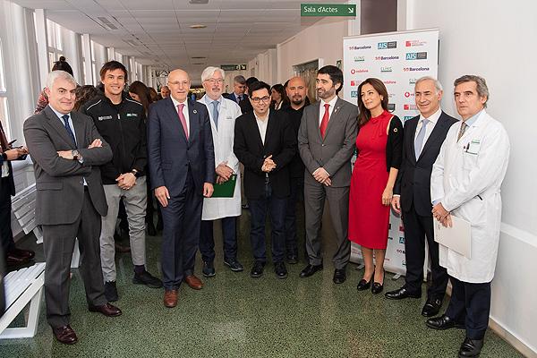 Fotografía de familia de presentación del proyecto Autor/a: Francisco Avia – Hospital Clínic de Barcelona Fuente: Hospital Clínic / Vodafone / 5G Barcelona / AIS Channel / Mobile World Capital Barcelona