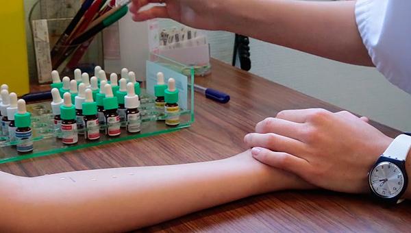 Atención sanitaria a un niño alérgico Fuente: SEICAP / COM SALUD