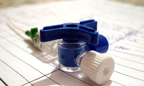 Material para sondaje médico (imagen modificada) Autor/a del original: Alvimann Fuente: morguefile.com (free photo)