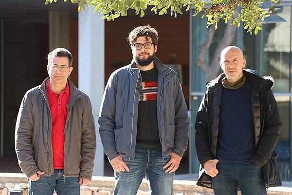 (de izq. a dcha): los investigadores Sergio Gómez, Joan T. Matamalas y Àlex Arenas Fuente: URV