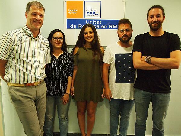 (de izq. a dcha): los investigadores Joan Deus, Laura Blanco, Lucía Canu, Daniel Ramos y Gerard Martínez Fuente: Hospital del Mar