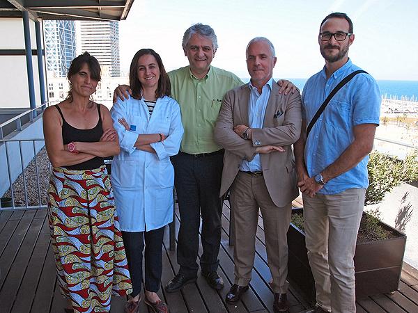 (de izq. a dcha): Los investigadores Emma Arcos, Maria José Pérez Sáez, Julio Pascual, Jaume Tort y Jordi Comas Fuente: Hospital del Mar