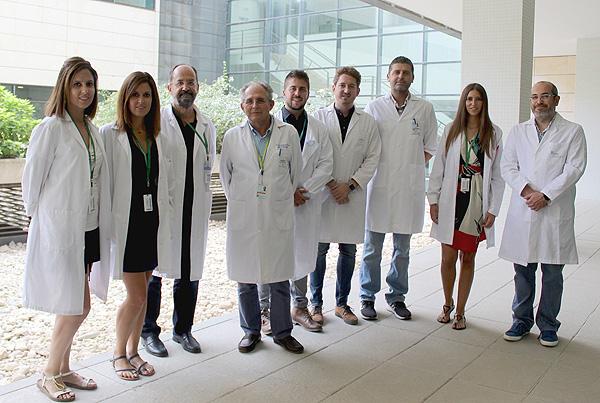Las investigadoras Cristina y Beatriz García Fontana (izq.) junto al resto de científicos que han participado en el trabajo Fuente: CIBERFES / Centro de Investigación Biomédica en Red (CIBER)