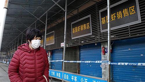 Foto del mercado de mariscos de Wuhan, China cerrado, donde fue detectado por primera vez el nuevo coronavirus y posteriormente cerrado Autor/a de la imagen: SISTEMA 12 Fuente: Wikipedia