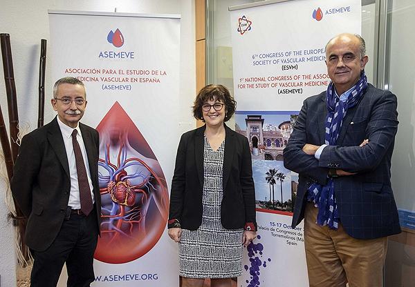 (de izq. a dcha): Dr. Manuel Monreal, presidente de ASEMEVE; la Dra. Pilar Escribano, vicepresidenta segunda de ASEMEVE, y Antonio Zapatero, vicepresidente primero de ASEMEVE Fuente: ASEMEVE / BERBĒS