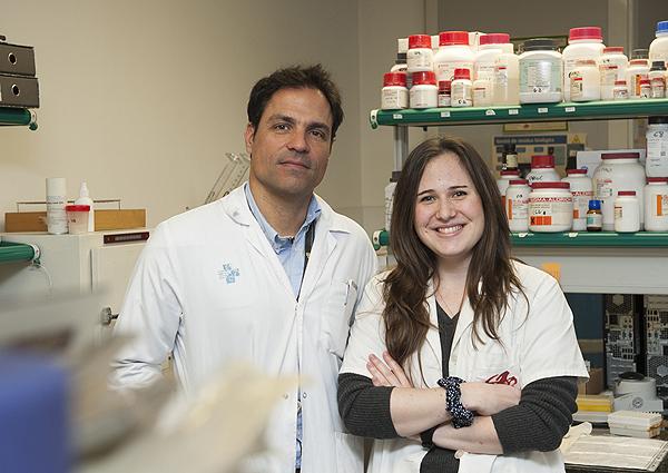 Los investigadores Oriol Bestard i Marta Jarque, autores principales del estudio Fuente: Hospital Universitario de Bellvitge / IDIBELL