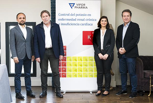 Los Drs. Pau Llacer, Antoni Lorente, Marta Cobo y Enrique Morales durante la rueda de prensa de presentación del nuevo fármaco Fuente:  Vifor Pharma / Cícero Comunicación